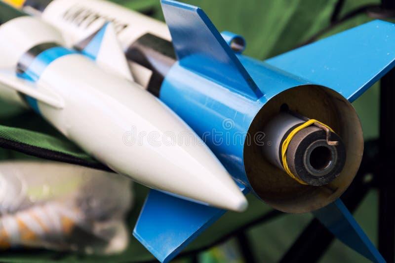 Het raketmodel treft voor startlancering voorbereidingen, de zomerdag royalty-vrije stock afbeeldingen