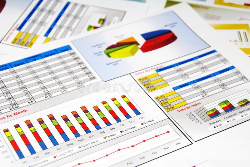 Het Rapport van de verkoop in Statistieken, Grafieken en Grafieken stock afbeelding