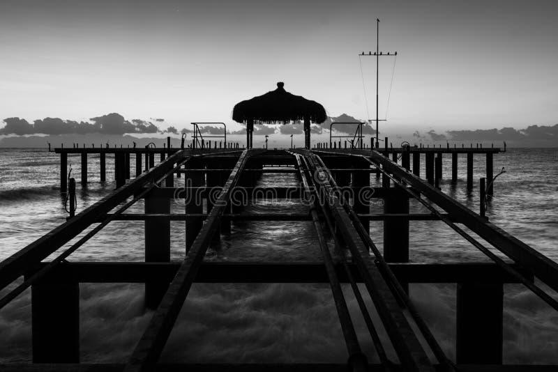 Het recente strand van de avondpijler stock foto's