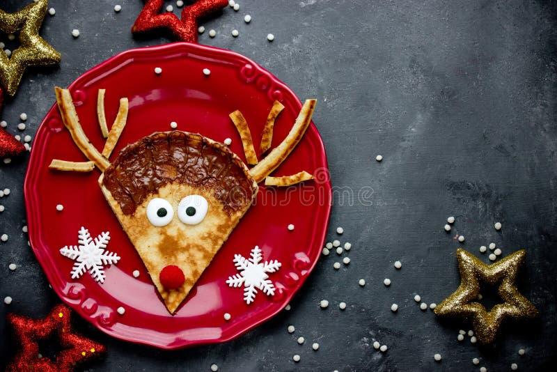 Het recept van rendierpannekoeken Het voedsel van de Kerstmispret voor jonge geitjes stock fotografie