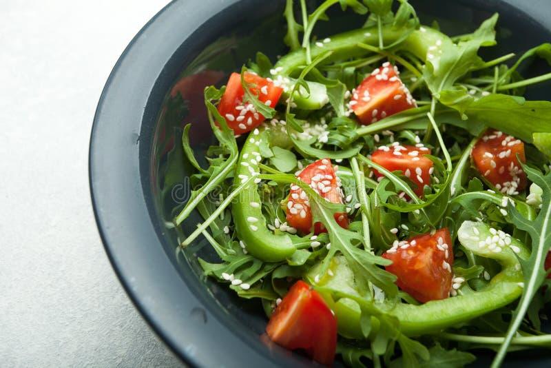 Het recept voor een eenvoudige en heerlijke salade voor gewichtsverlies stock fotografie