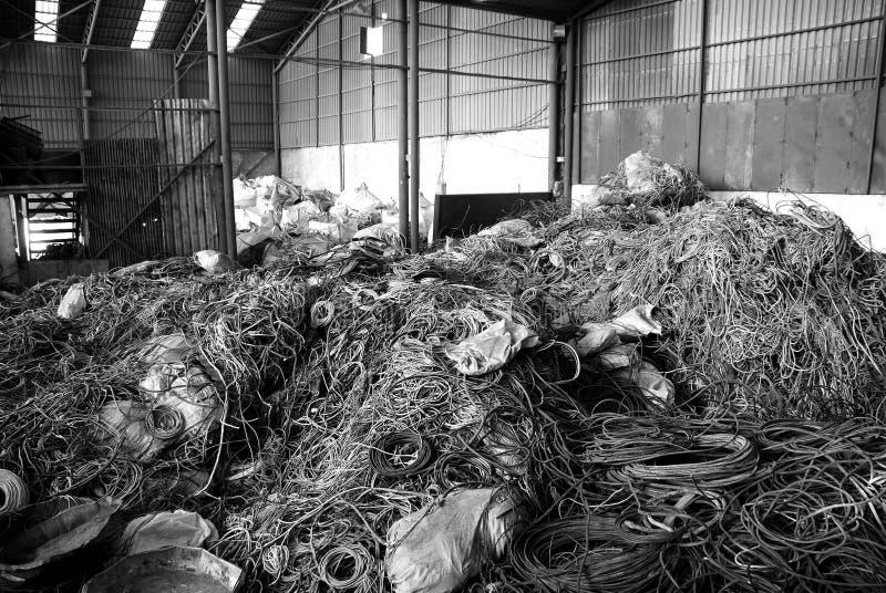 Het recycling van vele kabels stock foto's