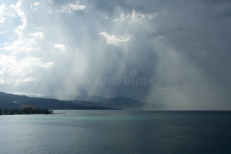 Het regent stock fotografie