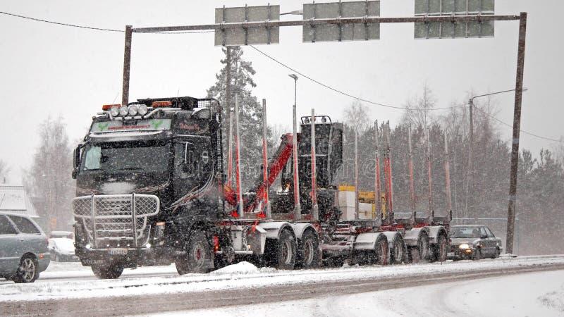 Het Registreren van Volvo FH16 580 Vrachtwagen in Sneeuwval stock foto's