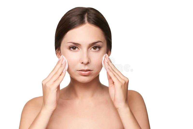 Het reinigende tonicum van de gezichtswas Demakeup verwijder mascara Katoenen stootkussenhand stock foto's