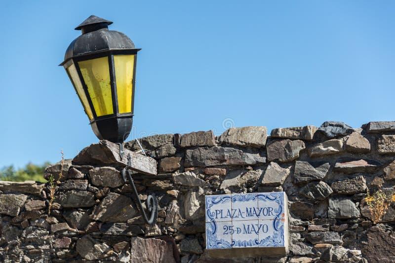 Het reizen Colonia del Sacramento, Uruguay Traditionele historische stad Lamp en Stenen royalty-vrije stock fotografie