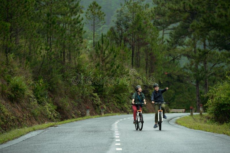 Het reizen door fietsen stock foto
