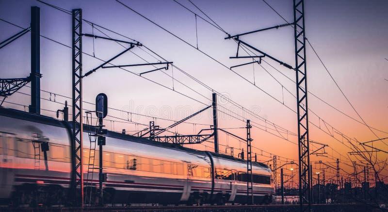 Het reizen door trein op middag royalty-vrije stock afbeelding