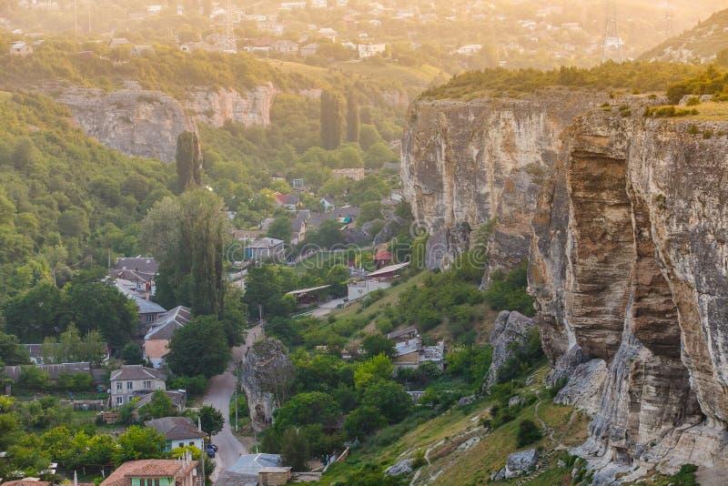 Het reizen naar oude plaatsen Lerende nieuwe culturen Berggebied stock fotografie