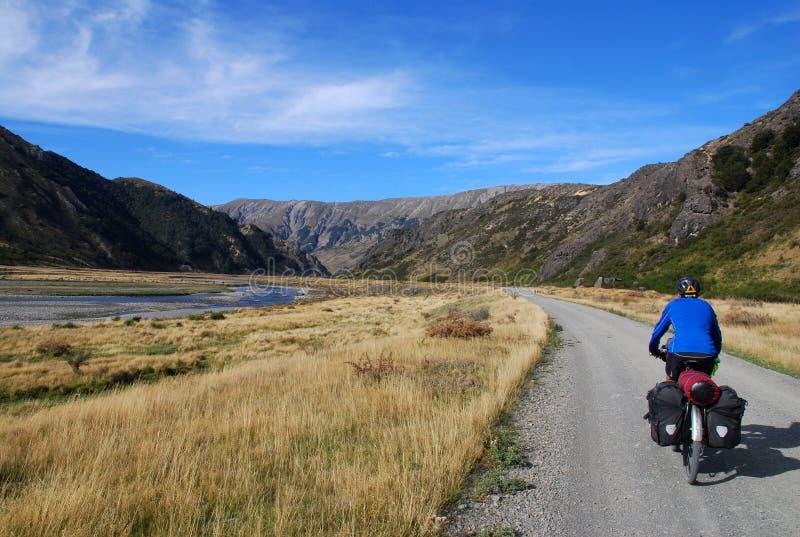Het Reizen van de fiets in Nieuw Zeeland stock foto
