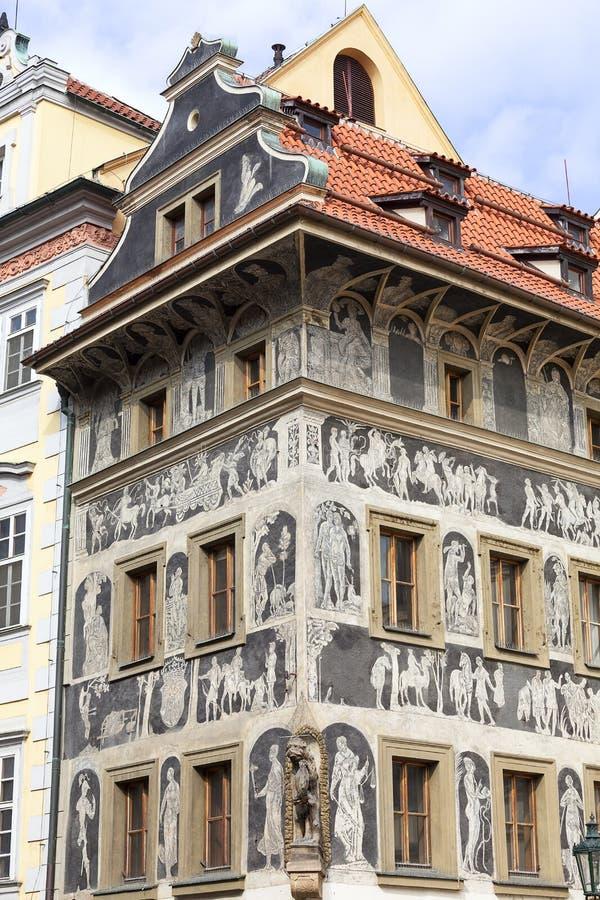 Het renaissance` Huis onder een minieme ` verfraaide met Vierkant van de techniek sgraffito, Oude Stad, Praag, Tsjechische Republ stock foto's
