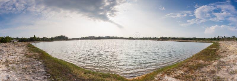 Het reservoir werd gecreeerd door mensen om droogte te verhinderen stock foto