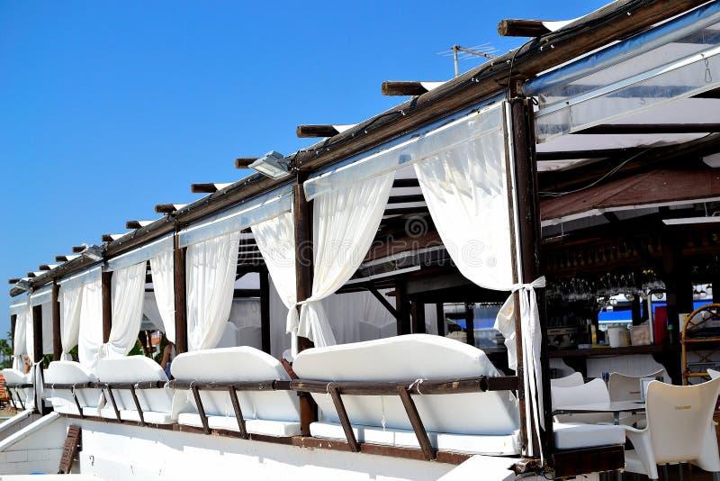het restaurant Jimmy Beach in Torremolinos, Costa del Sol, Spanje van het chiringuitostrand royalty-vrije stock afbeelding