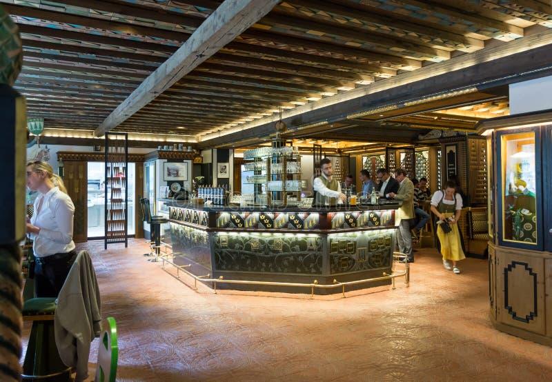 Het restaurant van Birreria Forst, Merano, Zuid-Tirol, Italië royalty-vrije stock foto