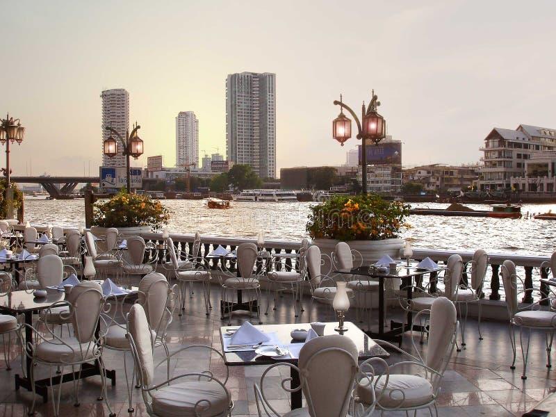Het Restaurant van de rivieroever royalty-vrije stock afbeelding