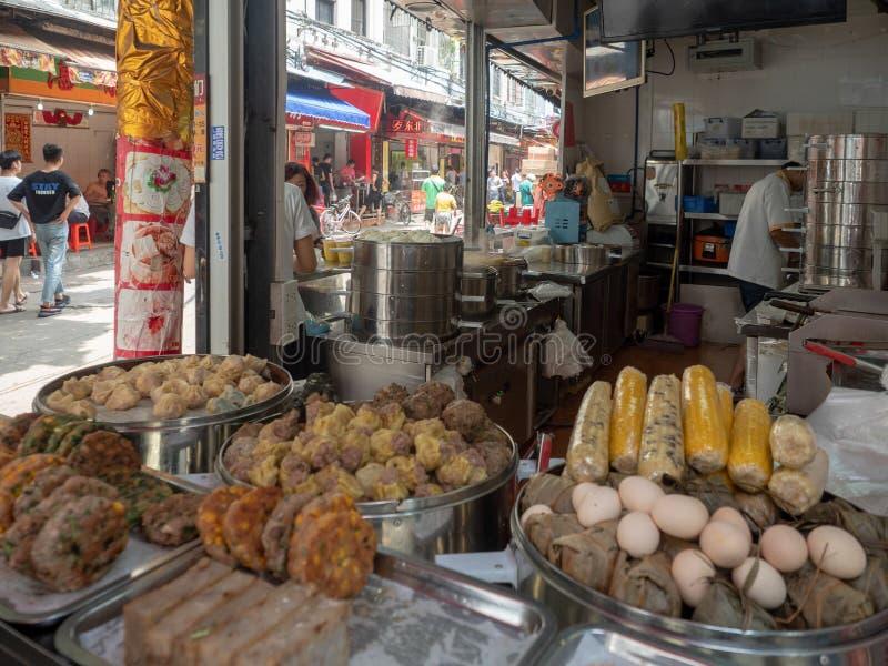 Het restaurant van het straatvoedsel in Guangzhou, China stock foto's