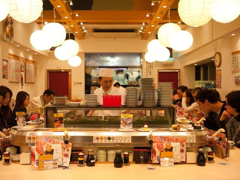 Het restaurant van sushi in Tokyo stock afbeelding