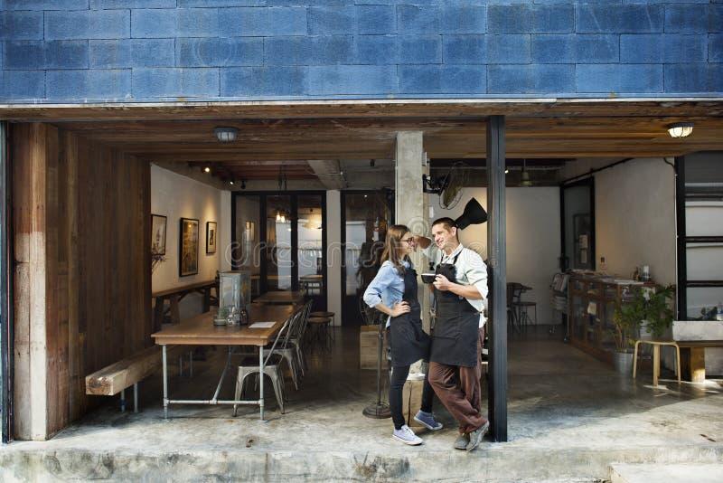 Het Restaurantconcept van paarbarista Coffee Shop Service royalty-vrije stock afbeelding