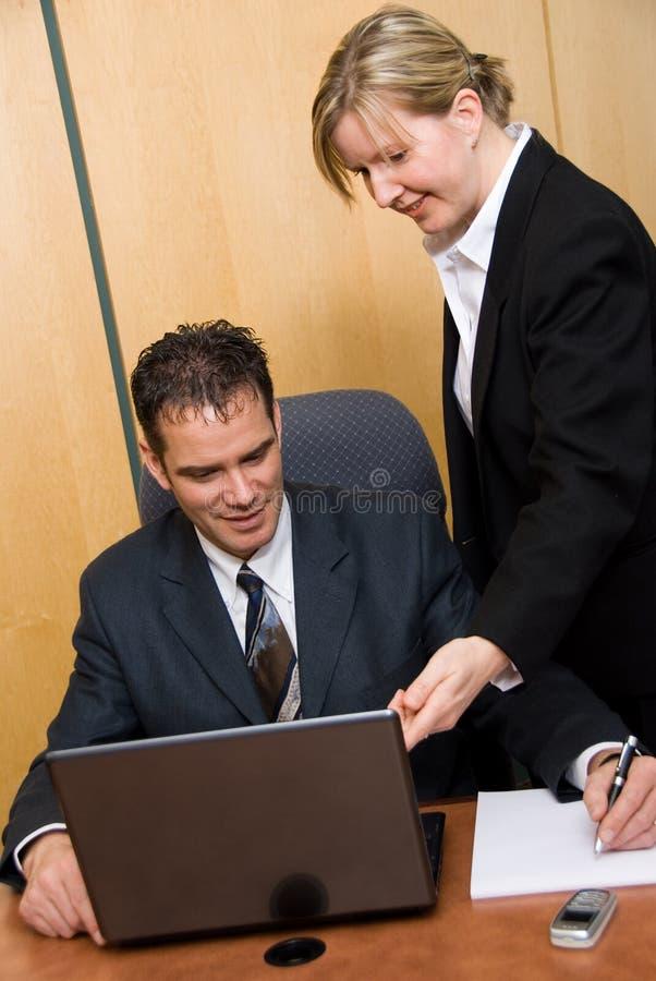 Het richten op laptop stock afbeelding