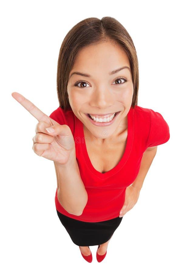 Grijnzende vrouw die aan linkerzijde van kader richten stock afbeeldingen