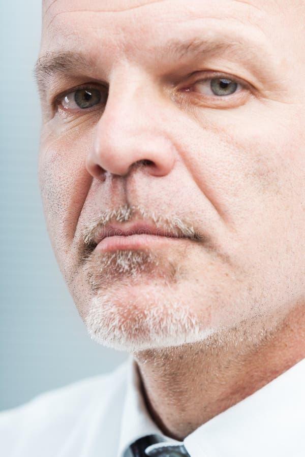 Het rijpe betrouwbare portret van de bedrijfsmensenclose-up stock afbeelding