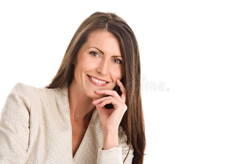 Het rijpe elegante vrouw glimlachen stock afbeeldingen