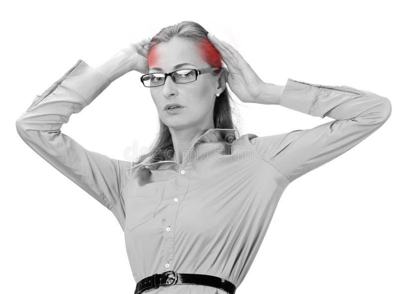 Het rijpe hoofd van de bedrijfsvrouwenholding in handen royalty-vrije stock afbeeldingen
