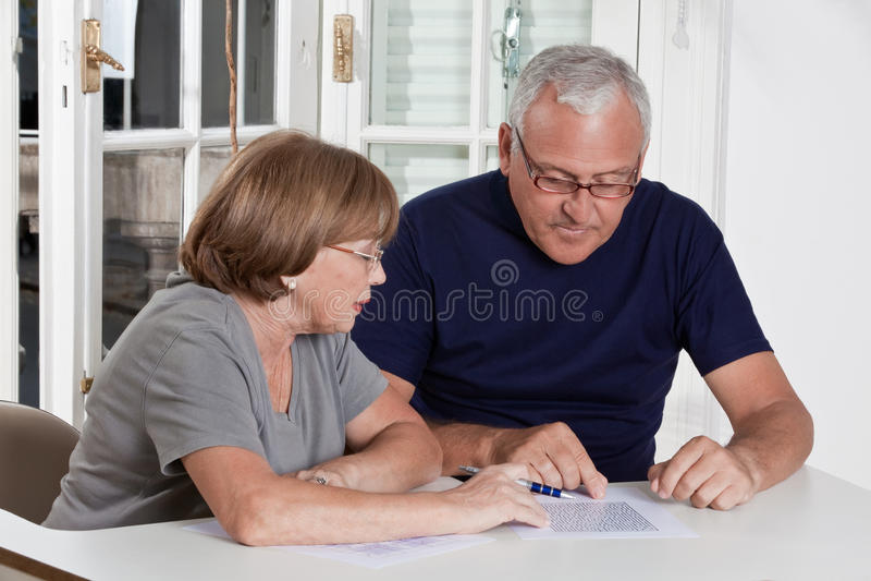 Het rijpe Spel van het Paar speelscrabble stock foto's