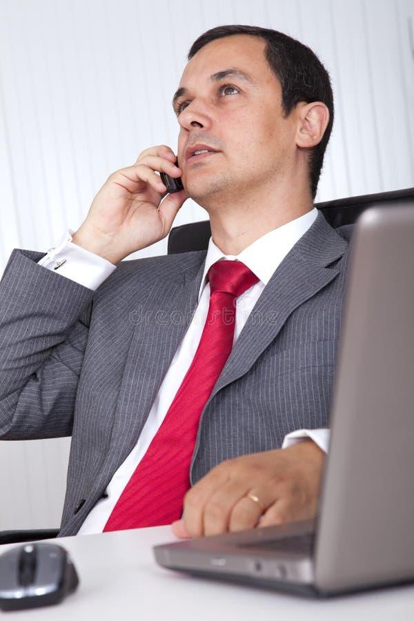 Het rijpe zakenman werken royalty-vrije stock foto