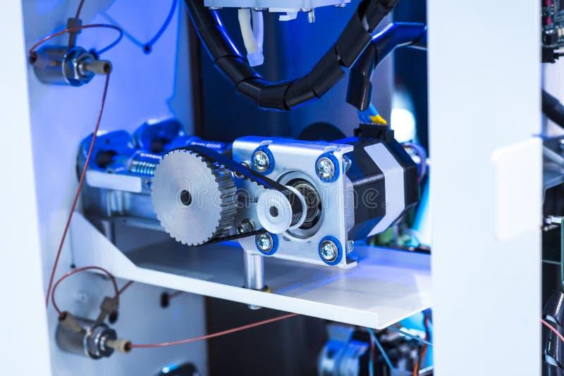 Het robotachtige systeem van de beeldverwerking in telefoonfabriek royalty-vrije stock afbeeldingen