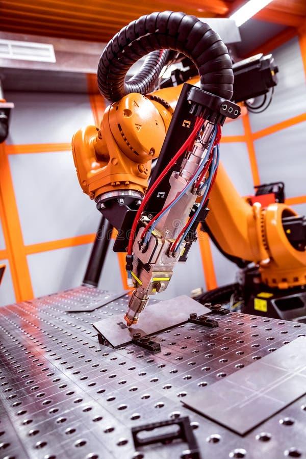 Het robotachtige verre scherpe systeem van de vezellaser royalty-vrije stock afbeeldingen