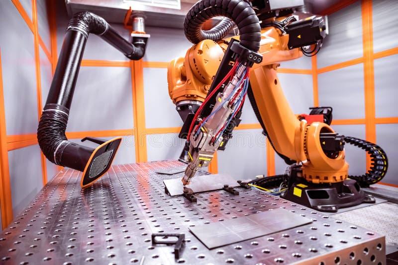 Het robotachtige verre scherpe systeem van de vezellaser stock foto