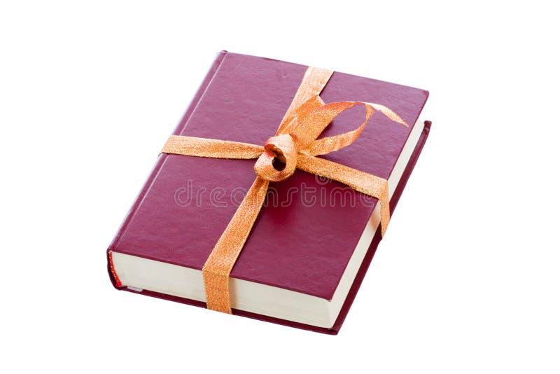 Het rode boek in een giftverpakking die op een wit wordt geïsoleerda royalty-vrije stock afbeeldingen