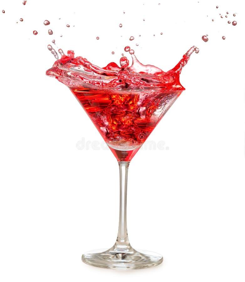 Het rode cocktail bespatten in martini-glas stock foto