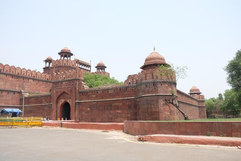 Het Rode Fort is een historisch fort in de stad van Delhi in India royalty-vrije stock foto's