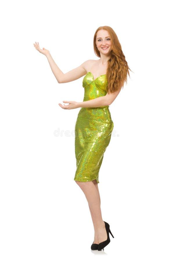 Het rode haarmeisje in fonkelende groene die kleding op wit wordt geïsoleerd stock foto