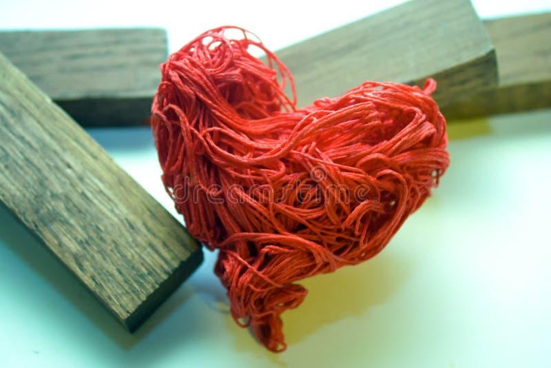 Het rode hart De ruïnes van de haard stock foto