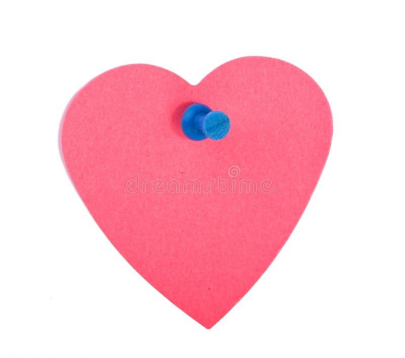 Het rode hart vormde notadocument met blauwe speld stock fotografie