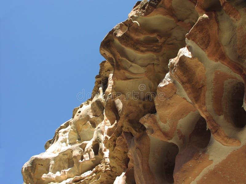 Download Het Rode Overhangend Gedeelte Van De Rots Stock Foto - Afbeelding bestaande uit klip, woestijn: 34050