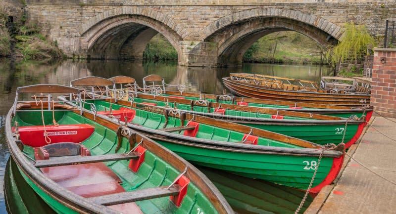 Het roeien van boten voor huur in Knaresborough, North Yorkshire royalty-vrije stock foto's