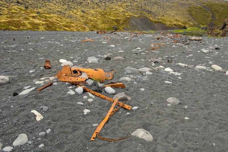 Het roestige schipwrak blijft op Dritvik-strand, IJsland stock afbeeldingen