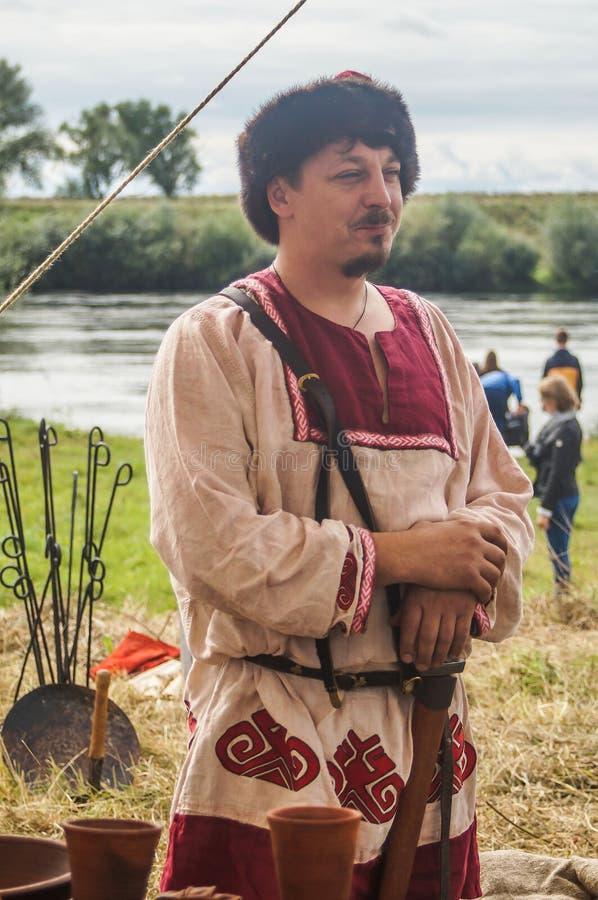 Het rol-spelend spel ontspant slagen van het mongools-Mongol-Tatar juk in het Kaluga-gebied van Rusland op 10 September 2016 stock foto's