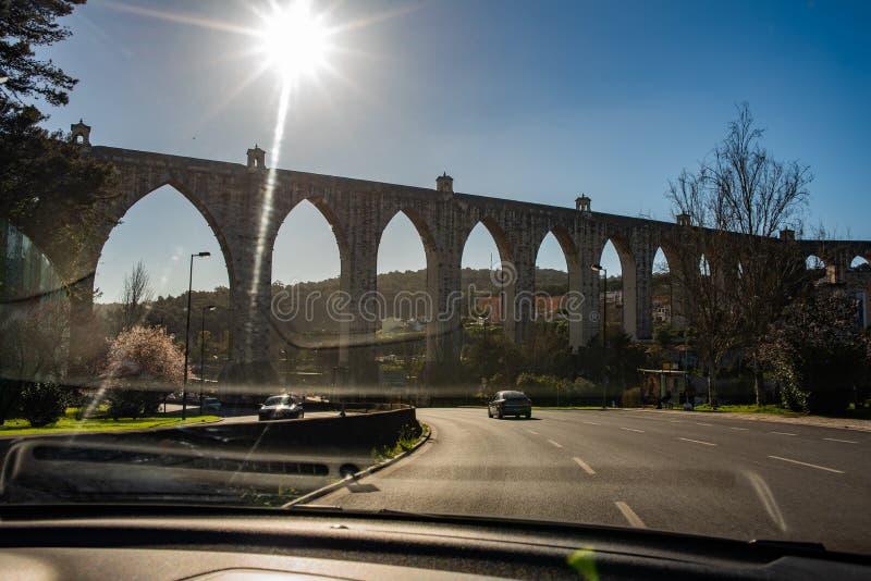 Het roman wateraquaduct in Lissabon stock foto's