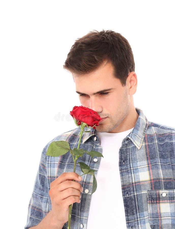 Het romantische jonge mens rood ruiken nam geïsoleerd op wit toe Spot omhoog Bloem De dag van moedervalentine royalty-vrije stock foto's