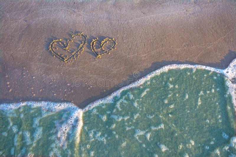 Het romantische strand van het liefdehart royalty-vrije stock foto