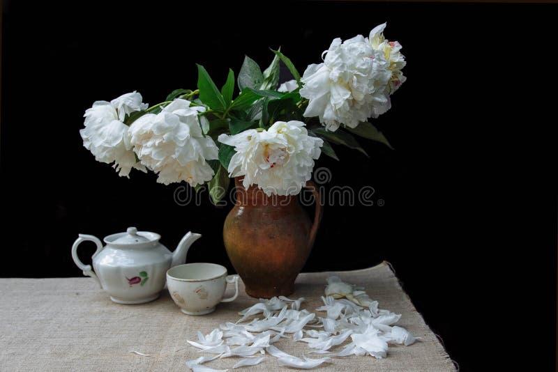 Het romantische thee dienen stock foto