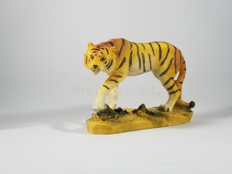 Het rondsnuffelen van Tiger Figurine royalty-vrije stock foto
