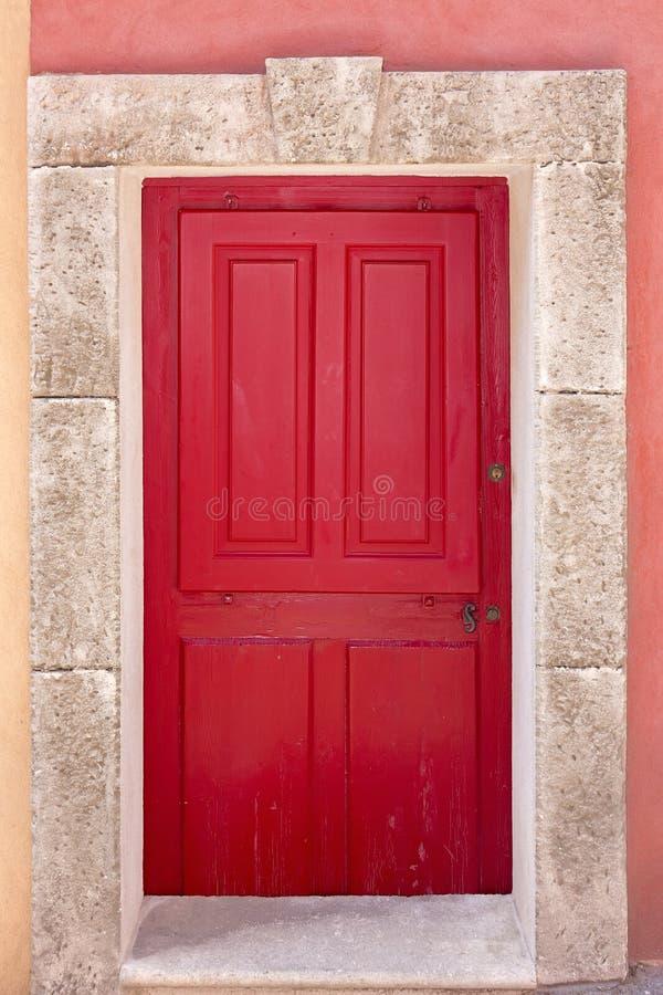 Het rood coffered deur stock foto