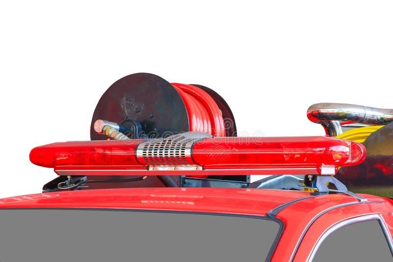 Het rood en de sirene van de brandvrachtwagen op witte weg als achtergrond en het knippen royalty-vrije stock foto