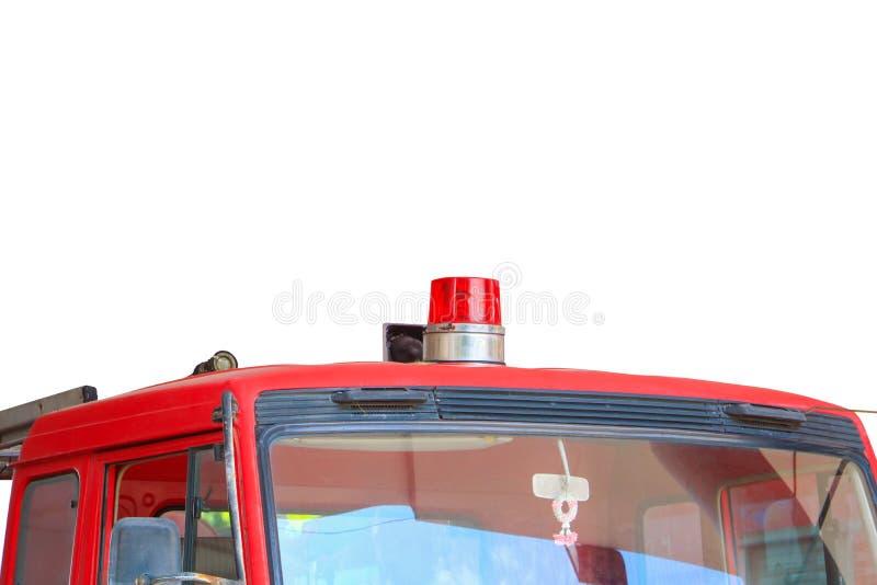 Het rood en de sirene van de brandvrachtwagen op witte weg wordt geïsoleerd die als achtergrond en het knippen royalty-vrije stock foto's